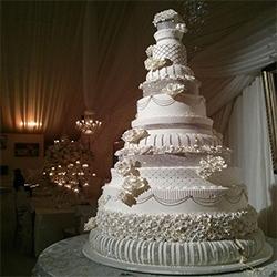 میز کیک و کیک عروس و داماد مجنون